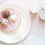 Schokoladen Cake Pops ohne backen - Bunte Kuchen am Stiel