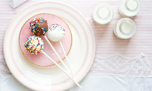 Schokoladen Cake Pops ohne backen – Bunte Kuchen am Stiel