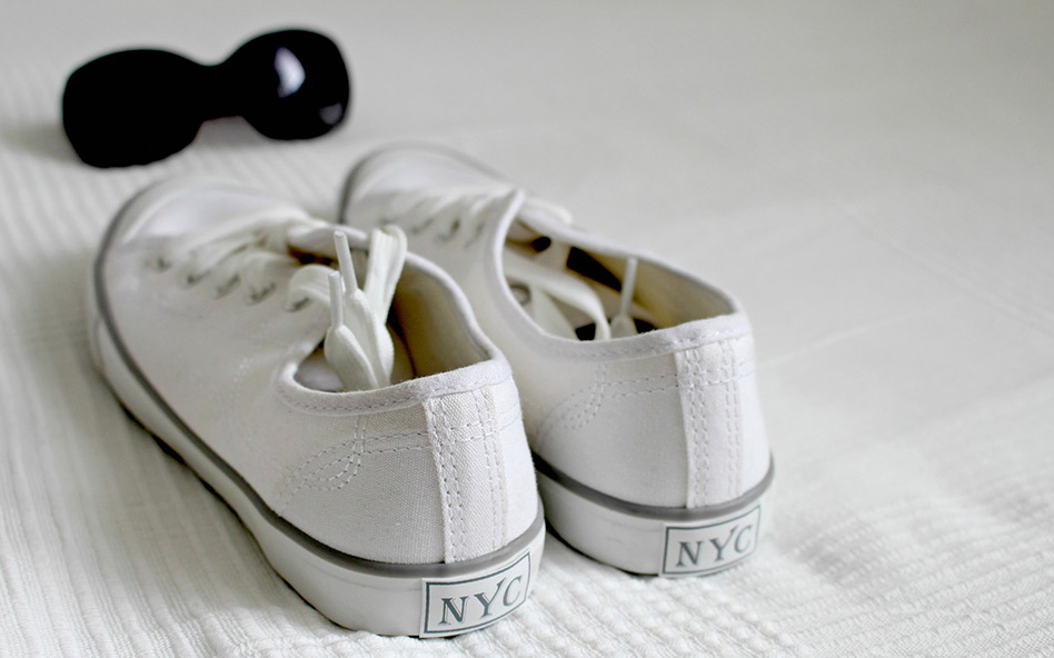So einfach lassen sich weiße Sneaker reinigen