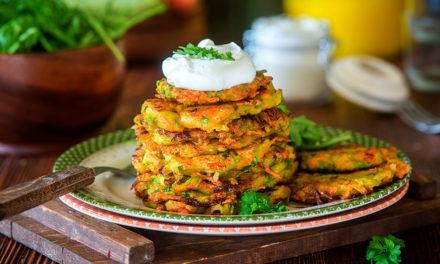 Süßkartoffel-Zucchini-Röstis mit Kräuterdip