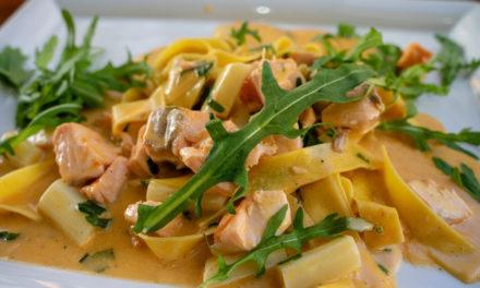Pasta mit Lachs – eine Verbindung, der keiner widerstehen kann