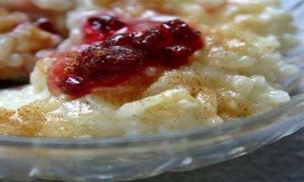Milchreis mit Mandeln und Pflaumenkompott – Reis mal ganz anders