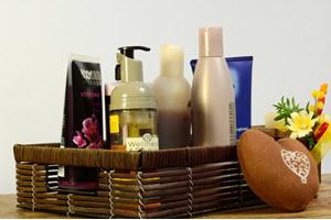 Handtücher und Bademäntel, Shampoo und Hausschuhe – gute Hotels lassen sich etwas einfallen, damit die Gäste sich bei ihnen wohlfühlen.